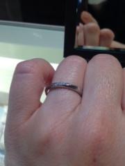 【Ponte Vecchio(ポンテヴェキオ)の口コミ】 指輪自体は、日本のブランドのように繊細さを感じます。指輪はストレートで…