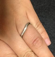 【エクセルコダイヤモンド(EXELCO DIAMOND)の口コミ】 婚約指輪と重ね付けできる指輪が欲しくて、県外まで行くなど多くのお店を見…