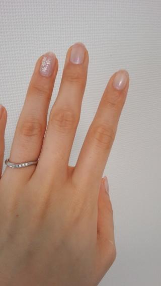 【ラザール ダイヤモンド(LAZARE DIAMOND)の口コミ】 指が太いので、曲線の指輪に絞って検討していました。 また、婚約指輪とセ…