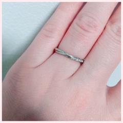 【銀座ダイヤモンドシライシの口コミ】 デザインがとても気に入りました。 結婚してから少し間があいての指輪購入…