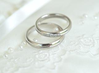 【ラザール ダイヤモンド(LAZARE DIAMOND)の口コミ】 シンプルかつデザイン性のあるものを探していたので、この指輪はそのイメー…