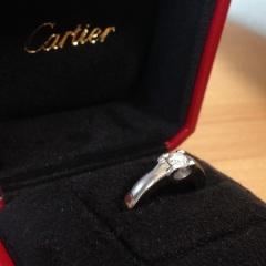【カルティエ(Cartier)の口コミ】 まず縦爪リングは着けていると洋服や物に引っかかるので、避けたいと思いま…