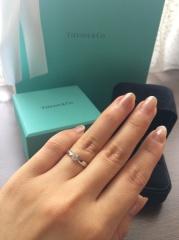 【ティファニー(Tiffany & Co.)の口コミ】 他のブランドにも足を運び、何回も試着を重ねて選んだ1点です。ティファニ…