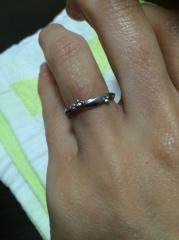【LAPAGE(ラパージュ)の口コミ】 結婚指輪っぽくない指輪を探していたところ、これに一目惚れしました。結婚…
