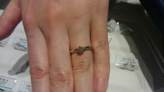 【銀座ダイヤモンドシライシの口コミ】 自分の好みのデザインと店員さんの対応です。自分の好みのデザインが似た…