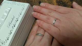 【宝寿堂(ほうじゅどう)の口コミ】 ダイヤ形のカッティングがいいなと思っていたので決めていってました。 細…