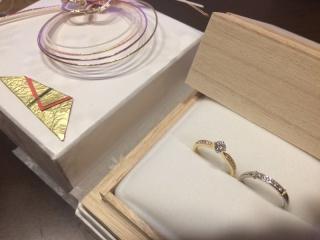 【RosettE(ロゼット)の口コミ】 結婚指輪と婚約指輪の重ねづけがしたくて色々なブランドを探していました。…