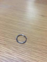 【PROOF OF GUILD(プルーフオブギルド)の口コミ】 指輪の決めては、まずはデザイン。四回ひねったもので、光の差し込み加減…