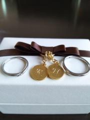 【アイプリモ(I-PRIMO)の口コミ】 婚約指輪と一緒につけることもあると考え、デザインがシンプルなものにしま…