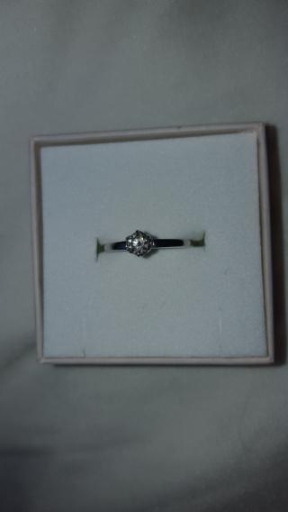 【アイプリモ(I-PRIMO)の口コミ】 デザインは極力シンプルなものが好きだったので、この指輪を見たときにピン…
