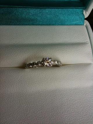 【銀座ダイヤモンドシライシの口コミ】 ウエディング情報誌を見て、自分好みの指輪を探していました。 当初ダイヤ…