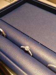 【銀座ダイヤモンドシライシの口コミ】 もともと気に入ったデザインがありいくつかあらかじめ候補を決めて何件か…