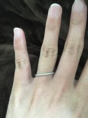 【4℃(ヨンドシー)の口コミ】 将来的にずっと婚約指輪と結婚指輪を両方つけたかったのでリングが細くて…