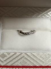 【カオキ ダイヤモンド専門卸直営店 の口コミ】 同店で購入したS字と重ね付けがしたくて悩んだ末のオーダーでした。 ダイ…