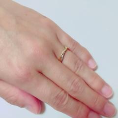 【銀座ダイヤモンドシライシの口コミ】 ウェディング雑誌などで研究して、デザインは少し人とは違っていて指も綺…