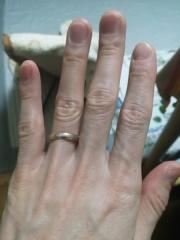 【アイプリモ(I-PRIMO)の口コミ】 主人、私も指が太いのでシルバー単色で細めのリングだと、華奢な感じにな…