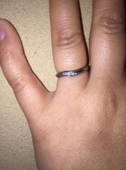 【ATTUNE(アテューン)の口コミ】 婚約指輪はなしで結婚指輪だけにしたのでシンプル過ぎ無いものそして傷がつ…