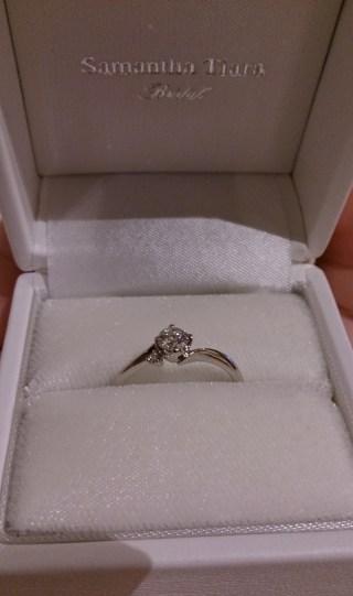 【サマンサティアラブライダル(Samantha Tiara Bridal)の口コミ】 ダイヤが角度によってキラキラ輝き、また小さいダイヤが寄り添うようについ…