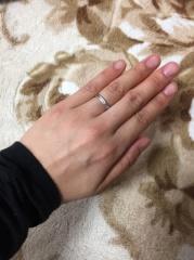 【ジュエリーKANDAの口コミ】 女性側のリングには、ダイヤモンドが施してあり、結婚指輪といえど、毎日…