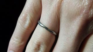 【A・D・A(エー・ディー・エー)の口コミ】 デザインとその安さが一番の決め手。結婚指輪としてするには、少し安い感じ…