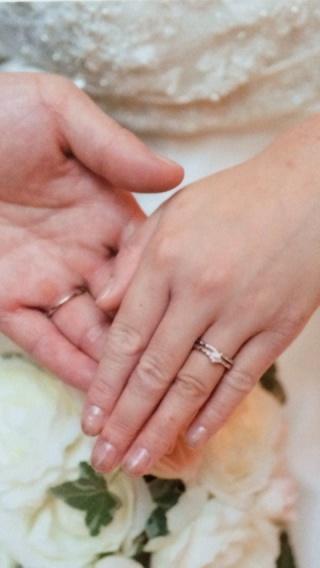 【4℃(ヨンドシー)の口コミ】 婚約指輪を購入させて頂いた以来、4℃さんの大ファンになり、結婚指輪も、…
