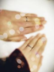 【Tous Les Deux(トゥー・レ・ドゥー)の口コミ】 そんなに高くない結婚指輪を探していて、 それでも、曲がったりする素材の…