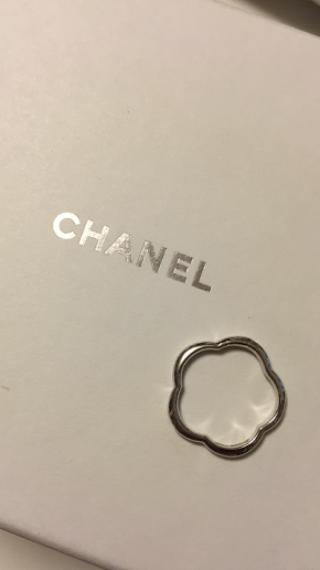 【シャネル(CHANEL)の口コミ】 とにかくデザインが可愛いです。カメリアの形をした指輪を見て、ひとめぼ…