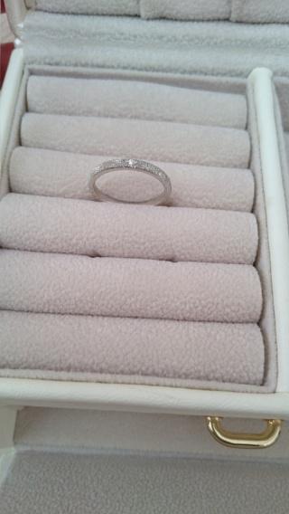 【JEWELRY  KAMATA(ジュエリーかまた)の口コミ】 細身のストレートを探していて見つけたのがこの指輪です。指輪のぼかし方に…