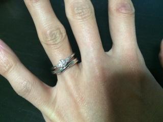 【銀座ダイヤモンドシライシの口コミ】 シンプルなデザインが好みなので、シンプルなものを選びました。セットリン…