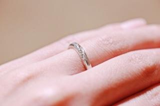 【ラザール ダイヤモンド(LAZARE DIAMOND)の口コミ】 ウェーブがかっていて、細く華奢なデザインの指輪が欲しくて雑誌やネット…