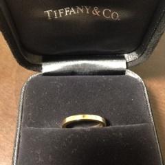 【ティファニー(Tiffany & Co.)の口コミ】 私は夏に日焼けしやすく、プラチナのリングだと、どうしても白く浮いてし…