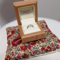 【RUST made in englandの口コミ】 手彫りの婚約指輪にあるシンプルな結婚指輪を探していました。ディスプレイ…