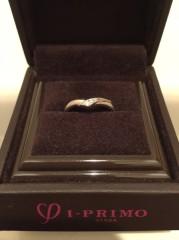 【アイプリモ(I-PRIMO)の口コミ】 婚約指輪はいつも身につけたいと思っていたので、結婚指輪と重ねてつけられ…