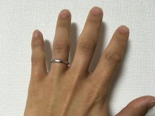 【ギンザタナカブライダル(GINZA TANAKA BRIDAL)の口コミ】 この指輪を選んだ理由はシンプルで指輪をはめて手に1番馴染んでいたと思っ…
