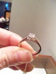 【銀座ダイヤモンドシライシの口コミ】 デザイン性はあまり高くありませんが、ダイヤの品質や輝きがとても良いで…