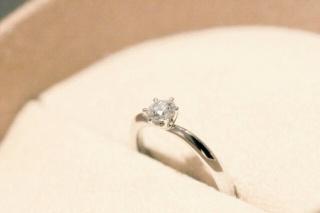 【COLANY(コラニー)の口コミ】 シンプルで長く使える婚約指輪がよくて、イメージにぴったりなものがあった…