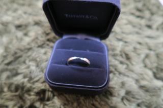 【ティファニー(Tiffany & Co.)の口コミ】 婚約指輪をハーモニーにしたので、お揃いでつけたかったから。重ねづけす…