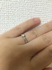 【ティファニー(Tiffany & Co.)の口コミ】 私の指は幼い感じでプニプニとした印象です。ボリュームのある指輪だと、…