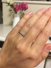 【ヴァンドーム青山(Vendome Aoyama)の口コミ】 婚約指輪は大きいダイヤがゴロッと付いてる物ではなく、毎日つけられるデ…