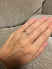 【入倉康ジュエリー工房の口コミ】 ハーフエタニティの婚約指輪を普段から付けていて、その婚約指輪と重ね付…