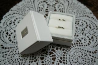 【BRIDGE(ブリッジ)の口コミ】 夫婦どちらとも接客の仕事をしていたため、シンプルなデザインの指輪を探…