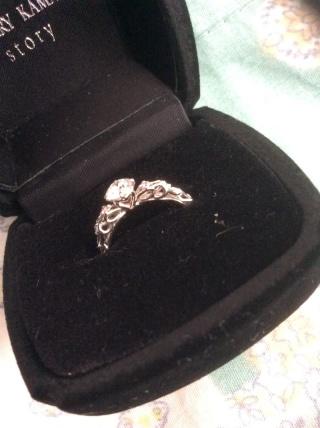 【JEWELRY  KAMATA(ジュエリーかまた)の口コミ】 ダイヤの台座が横から見るとハート型になっているところが気に入りました。…
