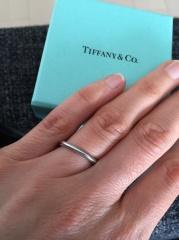 【ティファニー(Tiffany & Co.)の口コミ】 婚約指輪もティファニーにしたので、重ね付けできるものができる指輪にし…
