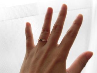 【サマンサティアラブライダル(Samantha Tiara Bridal)の口コミ】 ピンク系の色で探していたところ、見つけたのがこの指輪でした。 結婚指輪…