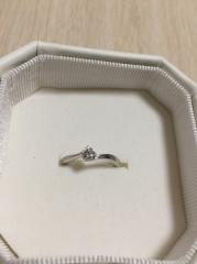 【4℃(ヨンドシー)の口コミ】  ダイヤモンドが良かったので、中央にダイヤモンドが一つ。それからねじれ…