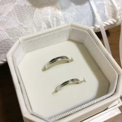 【4℃(ヨンドシー)の口コミ】 シンプルなストレートタイプで1粒ダイヤで表面にやや丸みがあるタイプの…