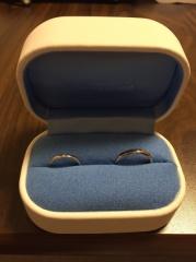 【銀座ダイヤモンドシライシの口コミ】 シンプルなデザインを探していたので、素材と指輪の太さで選びました。年を…