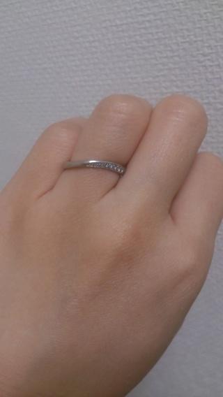 【4℃(ヨンドシー)の口コミ】 決め手はこの指輪を試着した際に、他の人から見る角度からはダイヤモンドが…