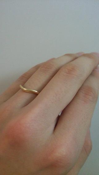 【ブルガリ(BVLGARI)の口コミ】 婚約指輪と一緒に着けたかったので、形が同じものにしました。また旦那さ…