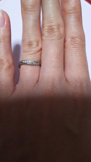 【Something Blue(サムシングブルー)の口コミ】 2つの指輪を並べるとハートの形に見えるよう作られた形状と、ヨーロッパに…